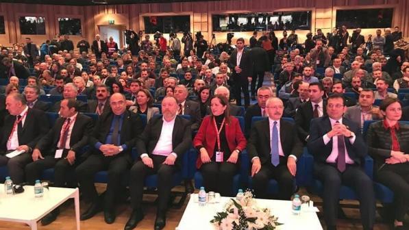 DİSK'in 16. Genel Kurulu'na katılan CHP Genel Başkanı: Dünyanın bütün demokratları birleşin!