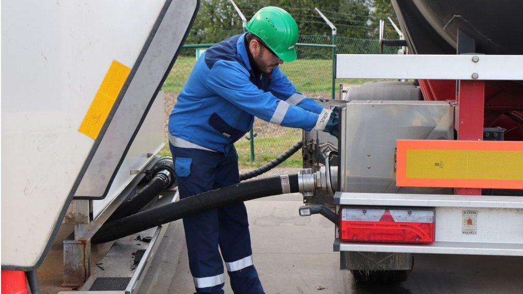 Petrol fiyatları: Uzmanlar 'Fiyat savaşı başladı' diyor