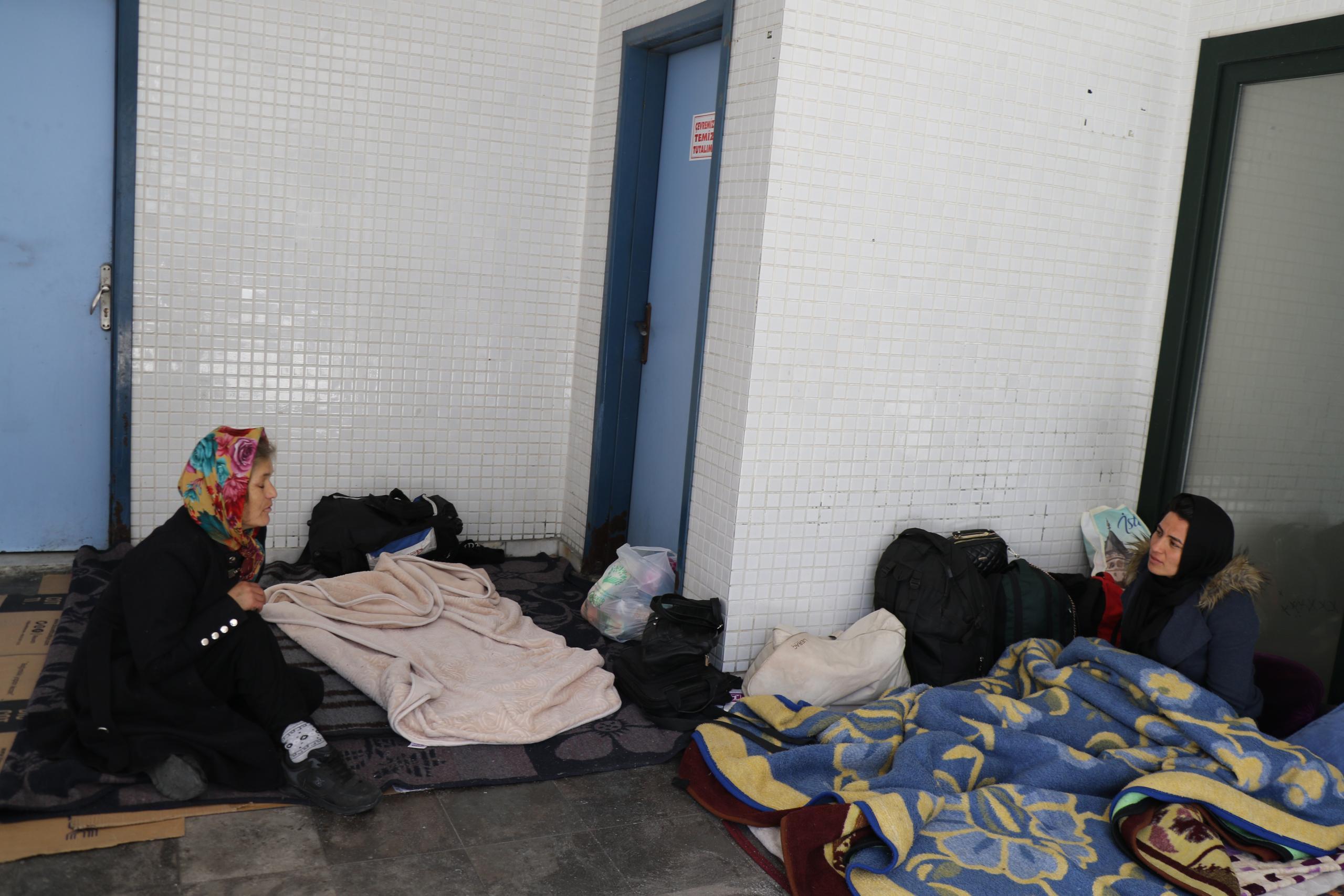 İbadete kapatılan camilere mülteciler yerleşti