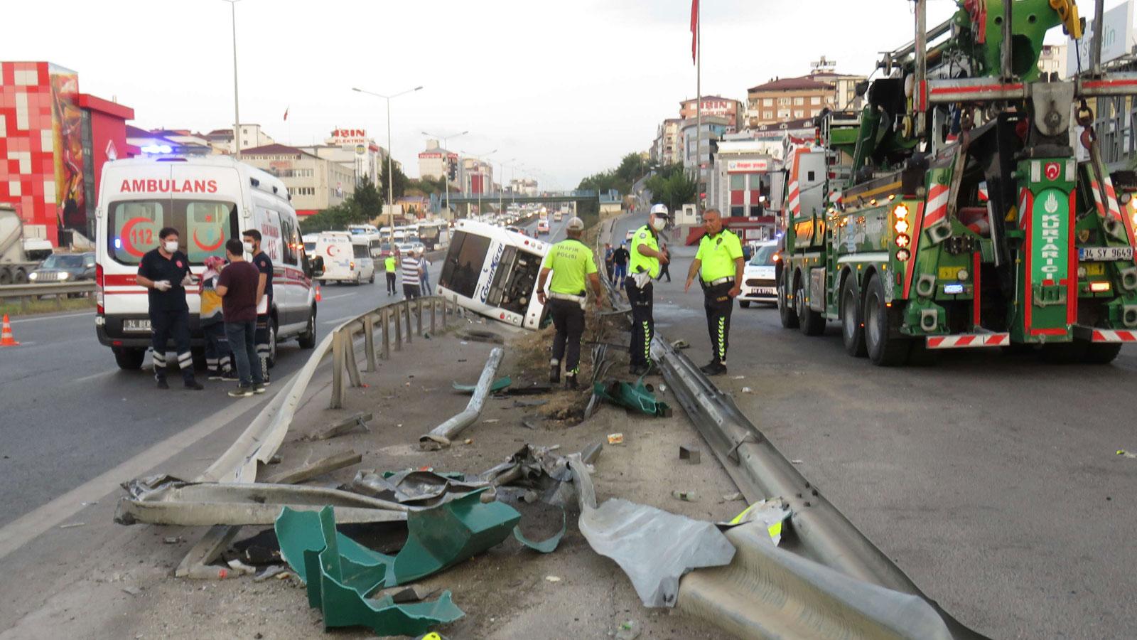 Yolcu otobüsü devrildi: 1'i ağır, 11 yaralı