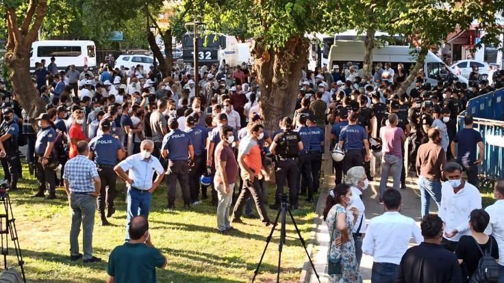 Diyarbakır'da 'insan zinciri' eylemine izin verilmedi