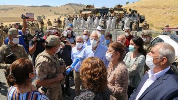 Sakarya'da saldırıya uğrayan işçilere ziyaret engellendi: Irkçılık yapıyorsunuz