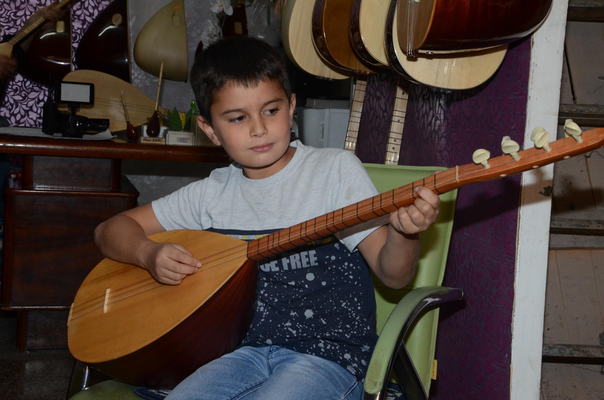 Gaziantepli Küçük 'Ozan' kültüre sahip çıkıyor