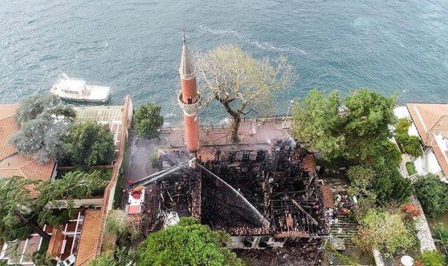 Tarihi camideki yangına elektrik tesisatı neden olmuş