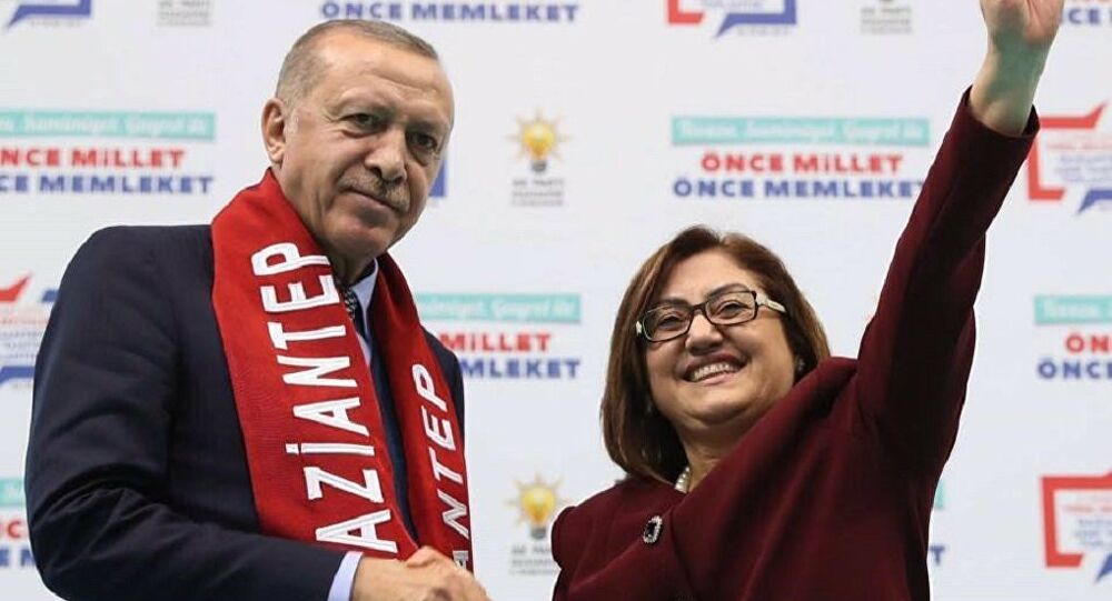 Fatma Şahin, AKP'li Cumhurbaşkanı Erdoğan'ı 'başöğretmen' ilan etti!