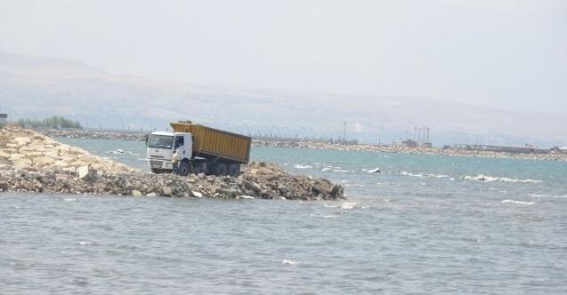 Van gölü Büyükşehir Belediyesi tarafından kirletiliyor