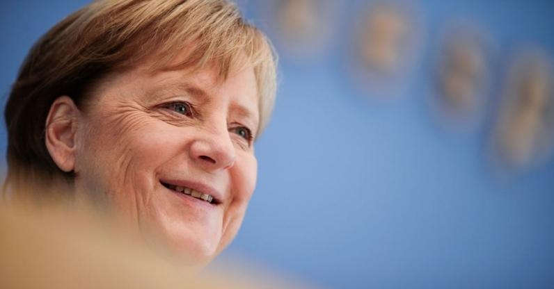 Merkel, sığınmacılar konusunda Türkiye'yi övdü ancak AB üyeliğini olası görmedi