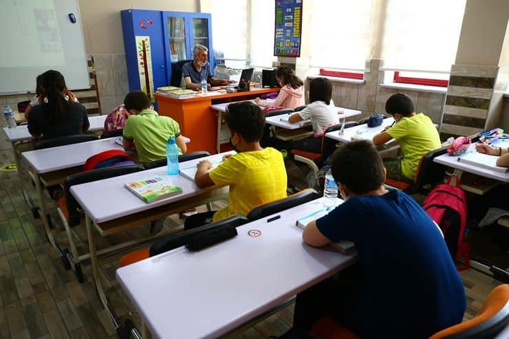 Rapor: 1630 sınıf karantinada, 40 bin öğrenci yüz yüze eğitimden uzak