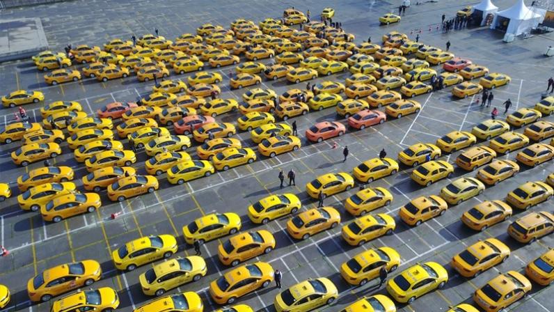 İstanbul'da 'taksi ağalığı' bitiyor; ticari plaka satışında 'şoförlük mesleği geçim kaynağı' koşulu aranacak